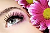Make Up und Augenschminken.